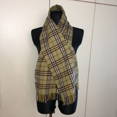 Burberry - 100% Lambswool Scarf