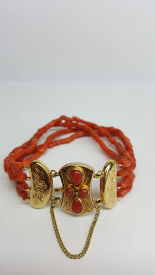 14 kt yellow gold precious coral Mediterranean bracelet with vintage gold clasp