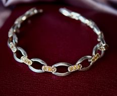 Sterling silver and partially gilded bracelet from 1960/1970 with 36 natural citrines of approx. 0.79 ct in total.