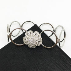 Bracelet-ring transformable, 18 kt white gold and diamonds of 1.45 ct in total - bracelet measurement 19.5 ring size 18