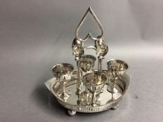 Four silver plated egg cups and spoons in a silver plated mounting, William Briggs & Co, Sheffield, England, ca. 1900