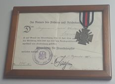 Ehrenkreuz für Frontkämpfer with document of award and framed