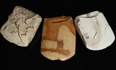 Collection of 3 Neolithic flint axes - 7.9 cm 8 cm and 9 cm (3)