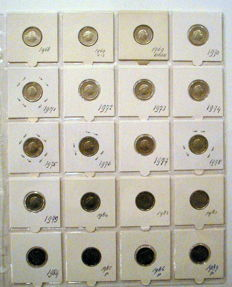 The Netherlands - collection of 437 Dutch coins 1948 to 2000 in coin holders
