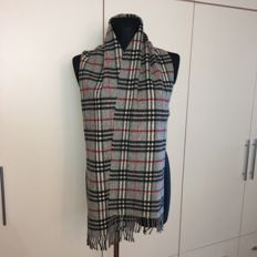 Burberry - 100% Lambswool Scarf – 1.90m long!