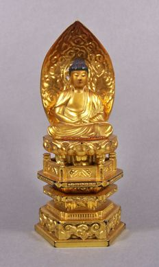 A gilded and black lacquered wood sculpture of Buddha - Japan - ca 1960 (Showa period)