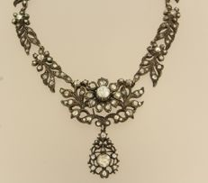 Old Dutch gold and silver necklace set with various rose cut diamonds, approx. 3.50 carat in total.