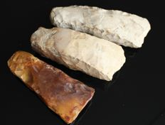 Collection of 3 Neolithic Flint axes - 14.5 cm 12.5 cm and 11.7 cm (3)