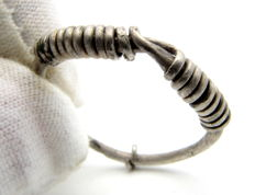 "Rare Medieval, Viking Silver Twisted Ring with ""Knot"" Bezel - 20mm"