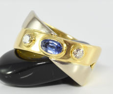 0.40 ct sapphire and 0.16 ct diamond ring in 18 kt gold
