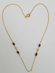 Necklace with 2 gold globes and 4 garnets 18kt 5.1g