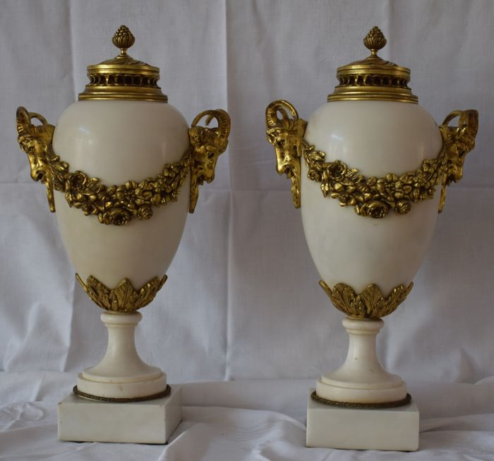 A pair of solid marble cassolettes with gold-coloured bronze laurel wreaths and goat heads - France - early 20th century