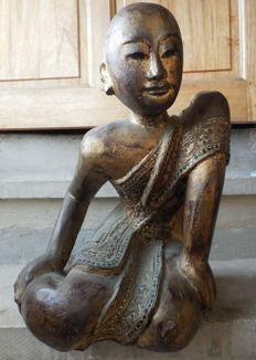 Large worshipping monk (orans) in lacquered wood (circa 46 cm) - Burma - Beginning of 20th century.