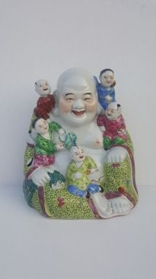 Porcelain Happy Buddha, Famille Rose ( 23.5 cm) – China – 2nd half 20th century
