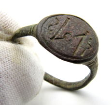 Early Medieval bronze Viking ring with Runic Script on bezel - 17 mm