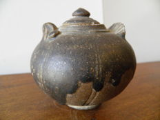 Ceramic ball vase in the shape of a bird with lid from the Tran Vietnam Dynasty height 90 mm