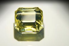 28.61 carats -- Lemon quartz