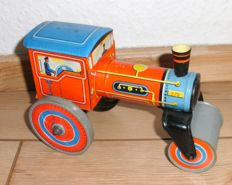 Technofix, Western Germany - length approx. 20 cm - tin clockwork powered road roller GE-278, 1950s