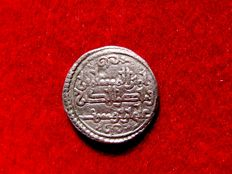 Al-Andalus – Almoravid rule (1086 – 1147), silver quirat (0.94 g, 12 mm). Coined in the name of the emir Ali ben Yusuf and the emir Sir (522-533 H).