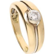 18 kt - Yellow gold ring set with a brilliant cut diamond of 0.33 ct in a white gold setting - Ring size: 18.25 mm