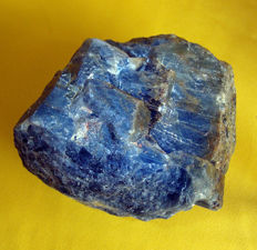 Large example of Sapphire Blue Corundum, natural, untreated - 9 x 9 x 7 cm - 870 gm / 4350 ct