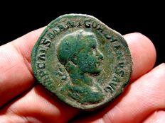 Roman Empire -  Gordian III (238-244 A.D.) bronze sestertius (20,65 g,. 31 mm.), mid 238 to mid 239 AD. FIDES MILITVM.