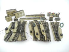 Märklin H0 - 5128/5129/and others - 39-piece collection of rails with electric switches and adjusting pieces [310]