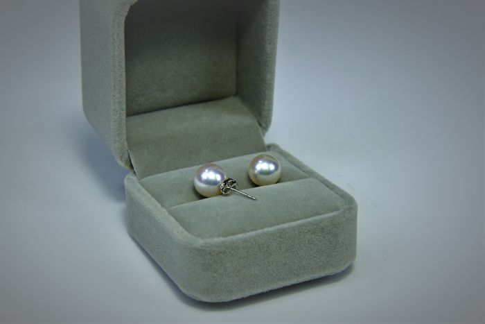 White Gold 18 Kt With 9 mm Japanese Akoya Saltwater Pearl Stud Earrings