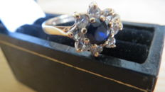 Yellow gold entourage ring set with a natural blue sapphire & diamonds. LOW RESERVE PRICE!