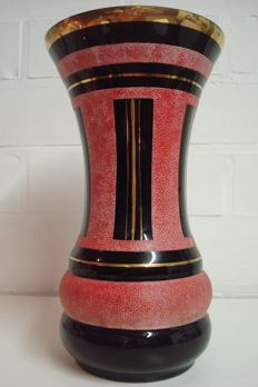 Boom Art Deco vase, with red glass crystals and gold decorations, Paul Heller