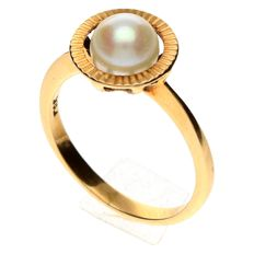 Yellow gold ring with freshwater pearl 6 mm