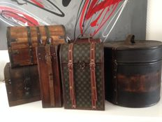 Collection of 6 wine boxes - boxes with leather straps and copper fittings
