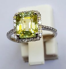 14kt White Gold Ring with Diamonds & a Tsavorite 3.32ct -  size: 6.5(US) - *No Reserve*