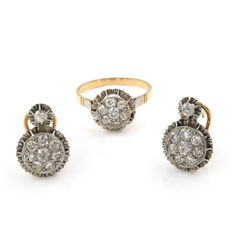 Set with two-tone 18 kt/750 gold cocktail ring and earrings with antique cut diamonds of 3 ct in total.