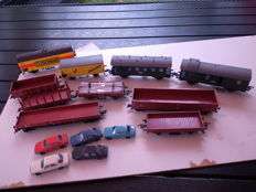 Fleischmann H0 - 10 freight wagons and 5 cars of the DB