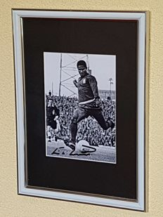 Eusebio (RIP) - beautifully framed photo - hand signed + COA and copy letter