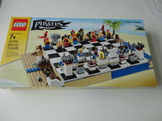 Pirates - 40158 - Pirates Chess Set.