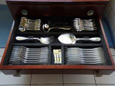 An extensive sterling silver cutlery case, 8 person, 117 pieces, Christofle, France, 20th century