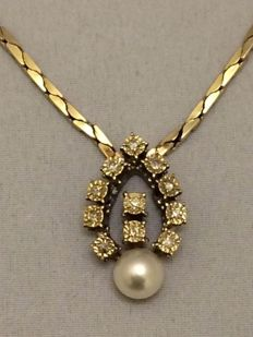 14k gold necklace with 11 brilliant cut Top Wesselton - VVSI diamonds 0.33 ct and pearl - weight 16 grams - Length: 47.5 cm