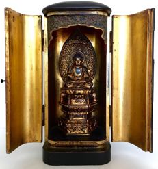 Very large old and detailed Buddhist butsudan or home altar (35cm) - Japan - ca. 1850
