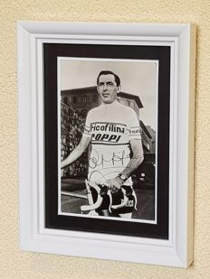 Fausto Coppi (RIP)  - 5x winner Giro, 2x winner Tour de France and Worldchampion Elite - hand signed photo + COA