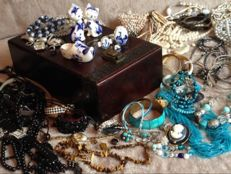 Nice collection of 178 jewellery, many with gems