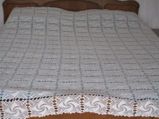Beautiful ivory coloured bed spread, with mercerised yarn crochet.
