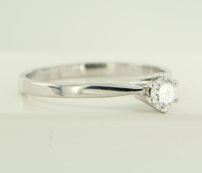 14 kt white gold solitaire ring set with 0.26 carat brilliant cut diamond, ring size 18.25 (57)