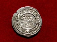 Spain – Caliphate of Cordoba – Muhammad II, silver dirham (3.32g.  25mm) minted in Al-Andalus – Cordoba, in the year 1010 AD.  (400 A.H.)  Scarce.