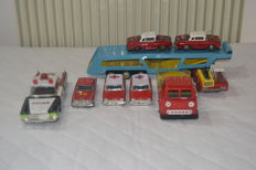 Ichiko, Japan/Korea/China - Length: 24-52 cm - car transporter with 5 tin model cars, lorry without tractor, police car, 1960/1970s