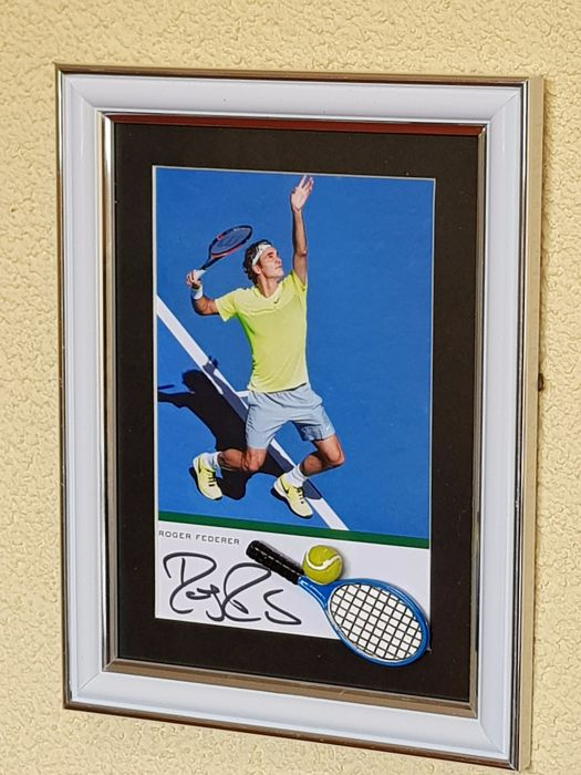 Roger Federer - Tennis Legend - hand signed framed photo + 3D miniature racket/bal  + COA