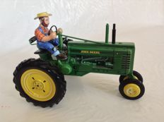Franklin Mint - L. 22 cm - Copy of the tractor John Deere model B in tinplate, 2000