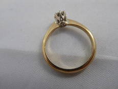 Ring in 18 kt gold with solitaire diamond of 0.40 ct