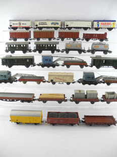 Märklin H0 - 28 different freight-/passenger carriages, mostly of the DB [304P]